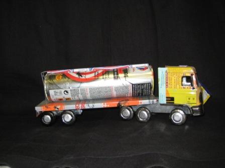 recycled blik vrachtauto